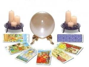 Teaching Yourself Tarot: How do you know the right way to read the cards? 1