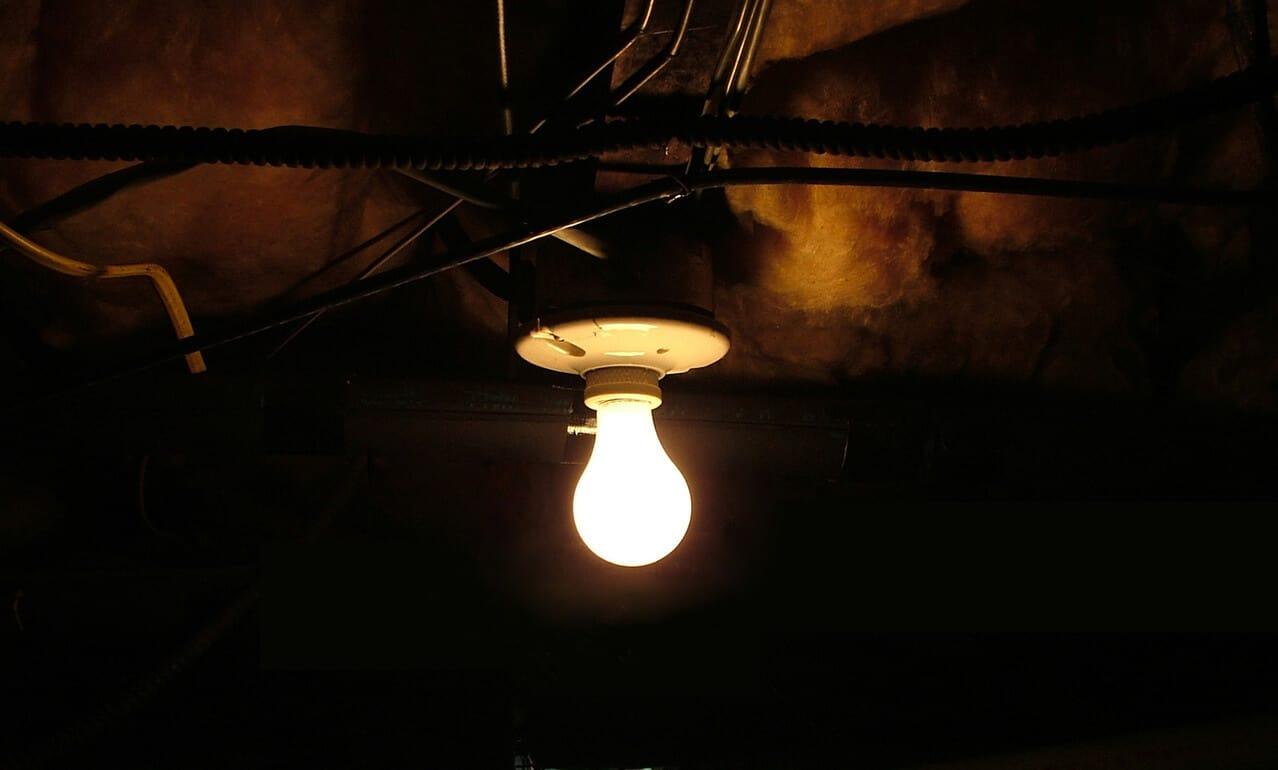 creepy-basement-light-1565777-1278x769